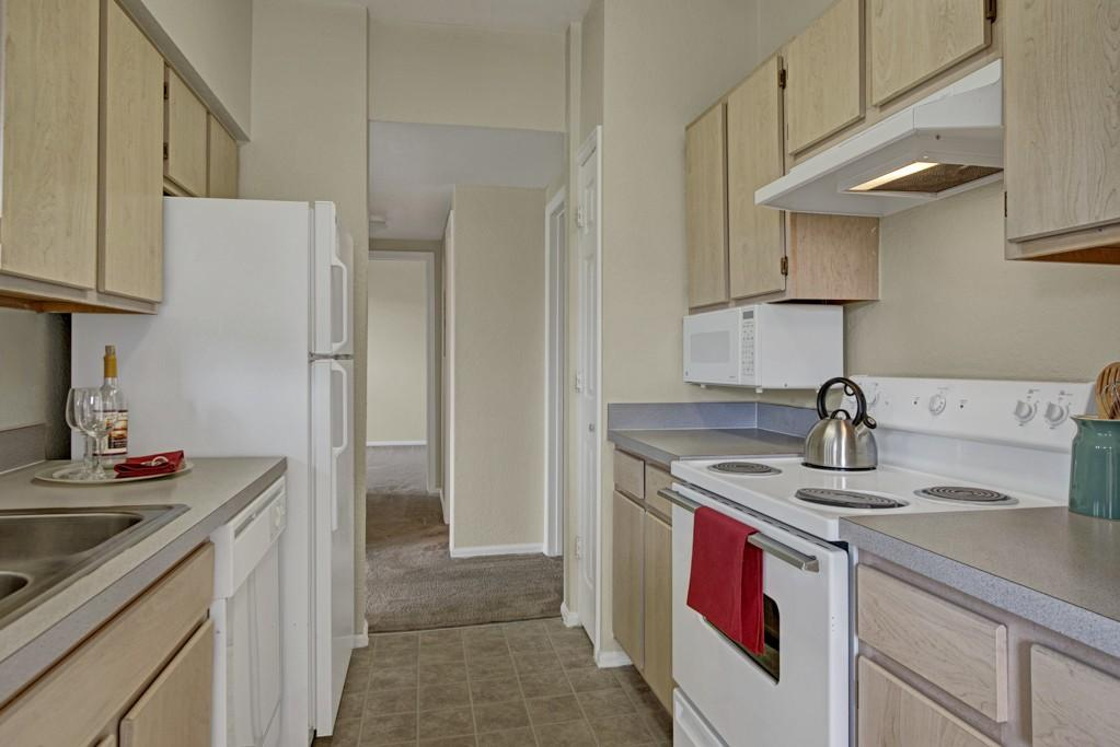 Camelback Pointe Apartment Homes 3630 Rialto Hts