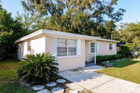 4225 E Yukon St, Tampa, FL 33617