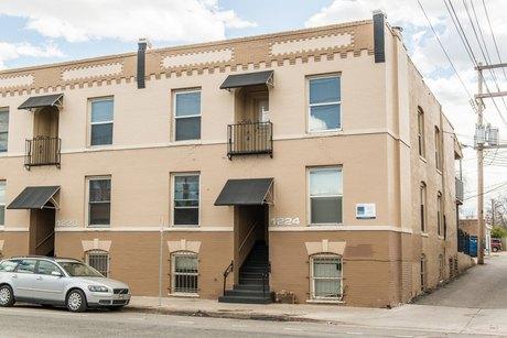 1228 13th Ave Apt 4 Denver, CO 80218