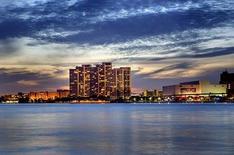 100 Riverfront Dr Apt 300 Detroit, MI 48226
