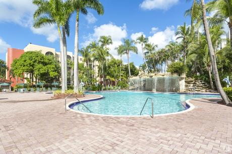 9517 Fontainebleau Blvd, Miami, FL 33172