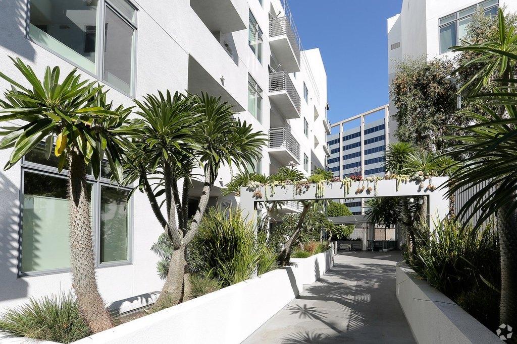 1619 N La Brea Ave Hollywood Ca 90028