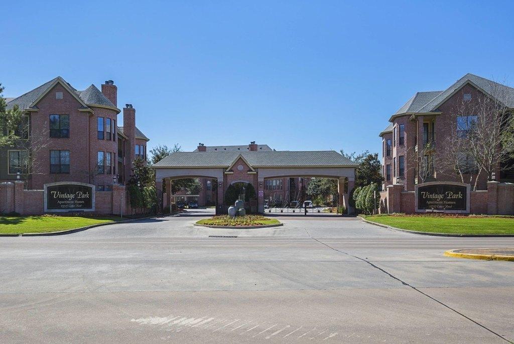 15727 Cutten Rd, Houston, TX 77070