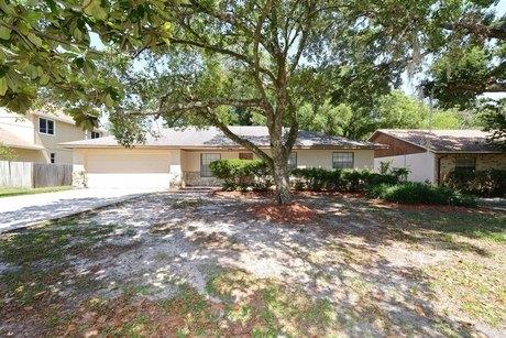 10803 N 52nd St Temple Terrace, FL 33617