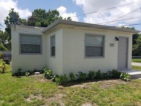1244 NW 45th St, Miami, FL 33142