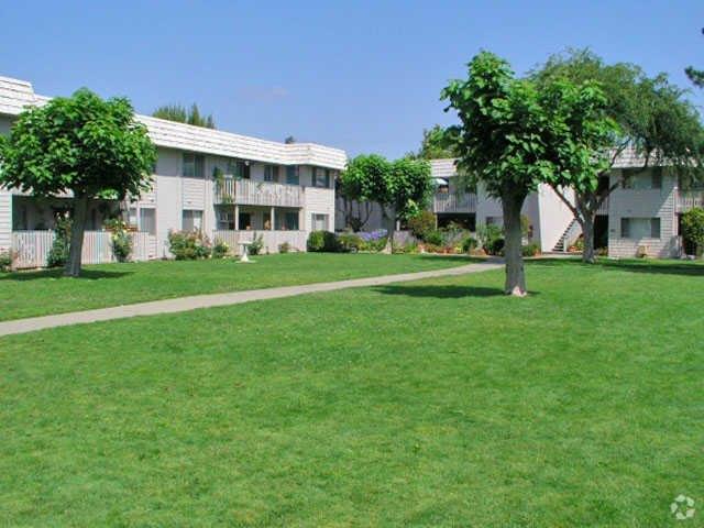 7954 McClellan Rd, Cupertino, CA 95014