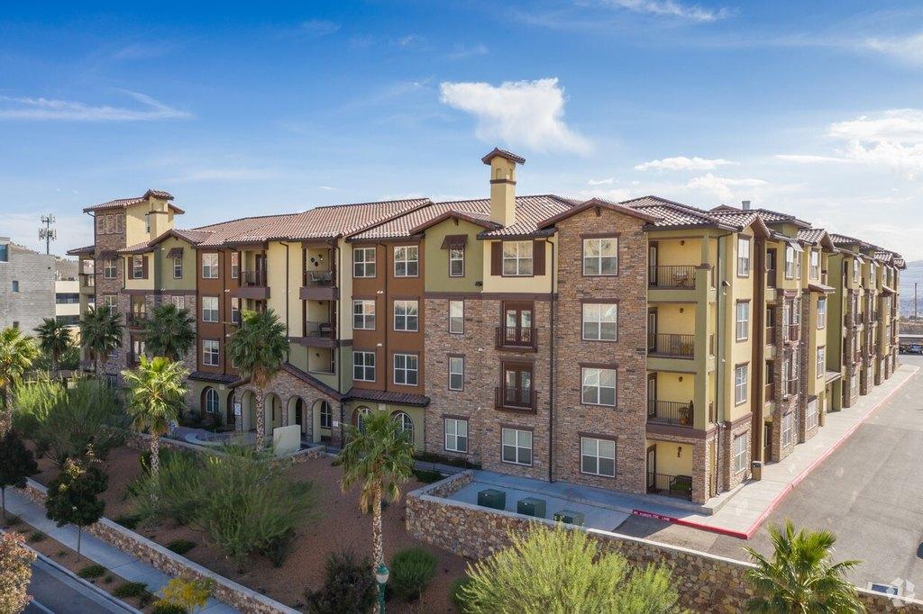 140 W Castellano Dr, El Paso, TX 79912