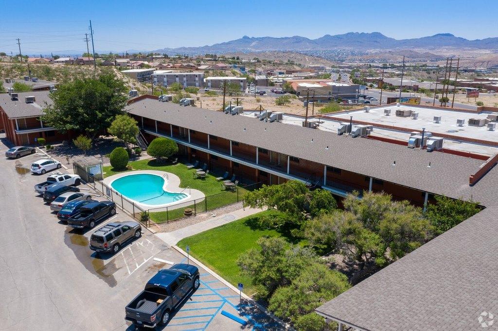 108 Vaquero Ln, El Paso, TX 79912