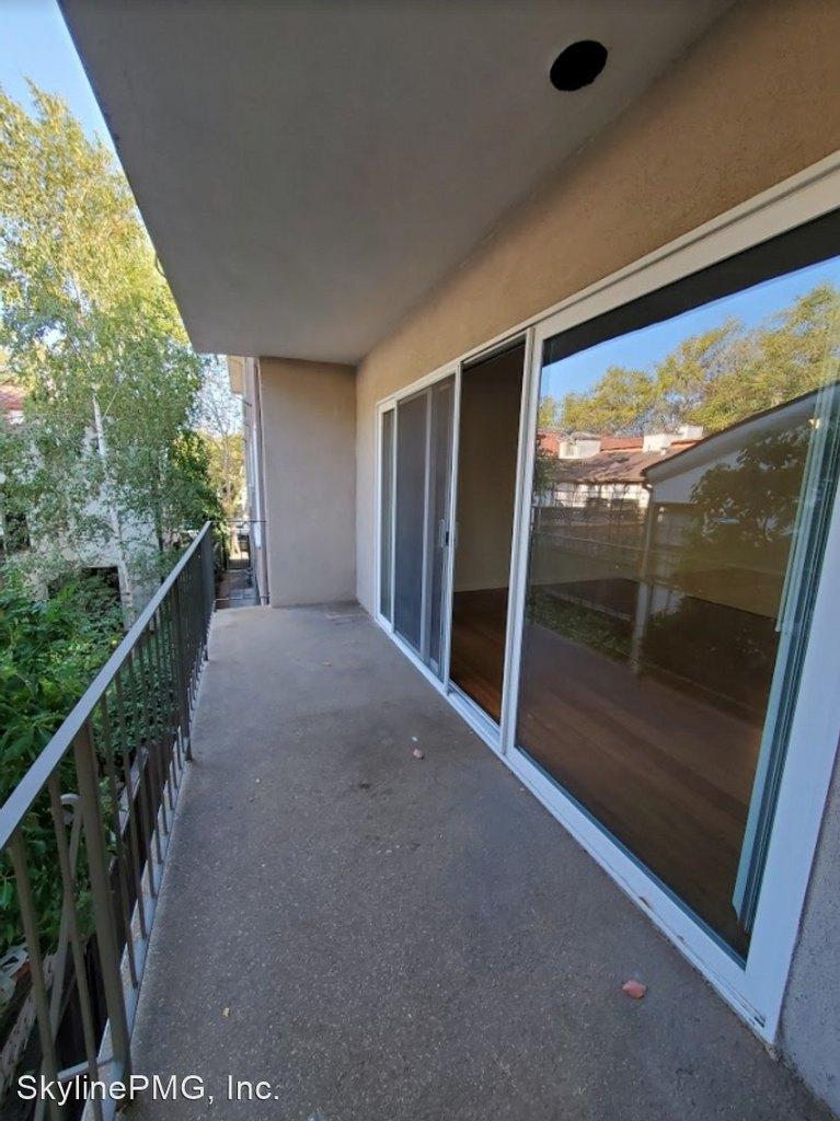 1114 Hopkins Ave, Redwood City, CA 94062