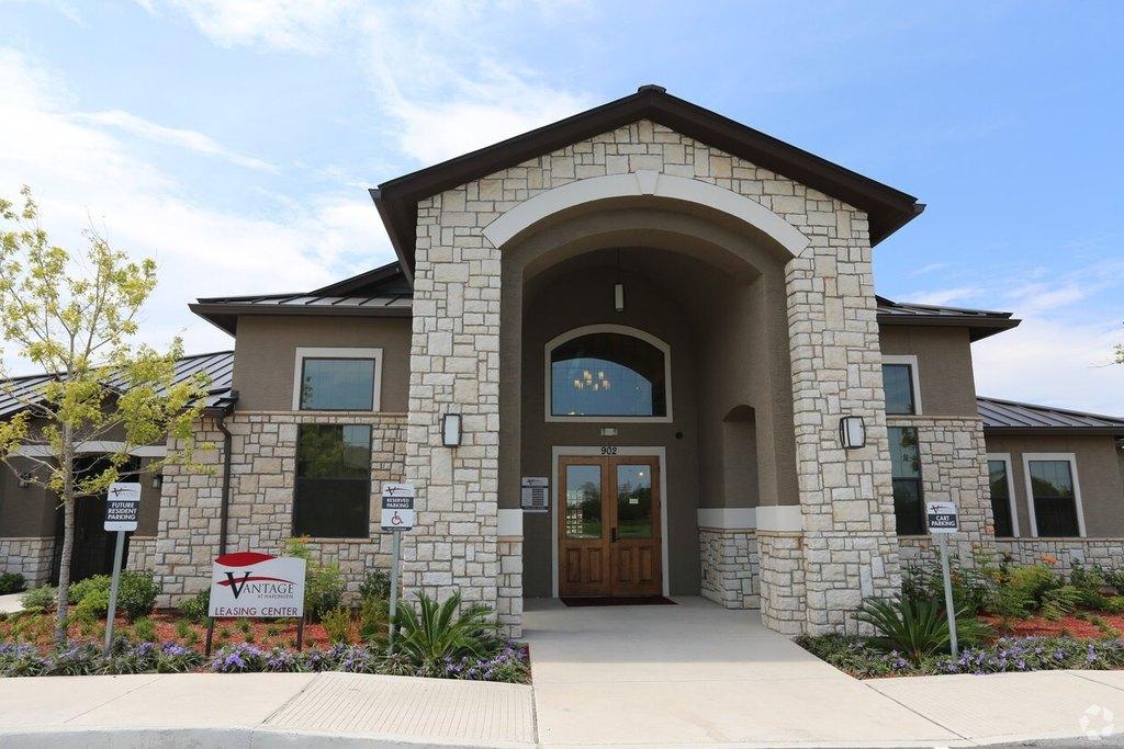 902 S Palm Court Dr, Harlingen, TX 78552