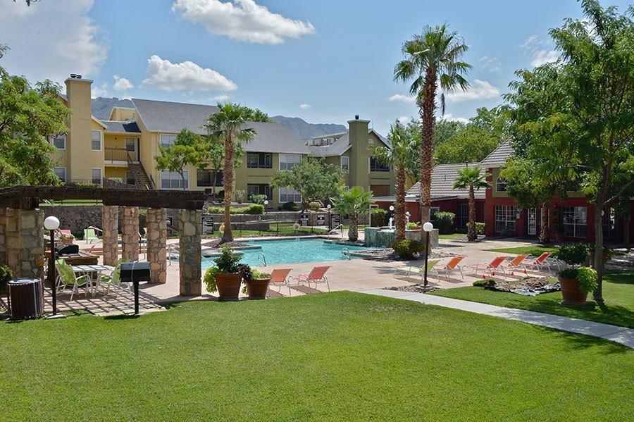 535 S Mesa Hills Dr, El Paso, TX 79912